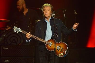 """Paul McCartney: """"No ai voucher per concerti annullati. Sì al rimborso"""""""