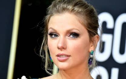 Taylor Swift si prende gioco dell'ex manager con una cover misteriosa