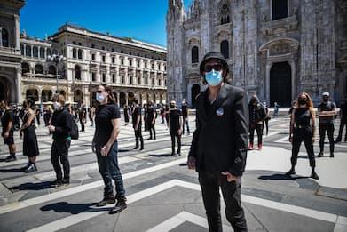 Da Manuel Agnelli a Diodato: flash mob a sostegno degli artisti. FOTO