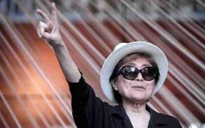 Yoko Ono, la vedova di John Lennon gravemente malata