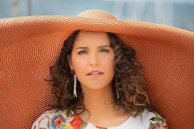 Giulia scalda l'estate con Mon Amour (insieme a Samuel Storm)