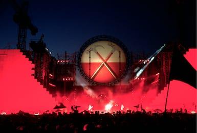 30 anni fa The Wall a Berlino: quando Roger Waters buttò giù il Muro
