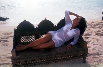 352345 22: Actress/singer Jennifer Lopez poses for a photo on the beach May 15, 1997 at Club Med in the Bahamas. (Photo by Barry King/Liaison)