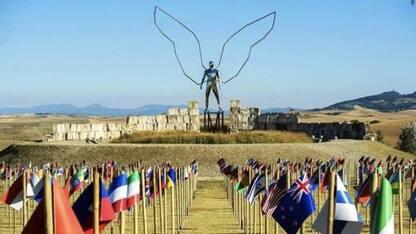 Andrea Bocelli a Lajatico sotto le bandiere delle nazioni del mondo