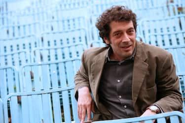 ROME - FEBRUARY 2: Italian writer Sandro Veronesi attends the 'Caos Calmo' photocall at Cinema Nuovo Sacher on February 2, 2008 in Rome, Italy. (Photo by Lara Dassia/WireImage)  *** Local Caption ***