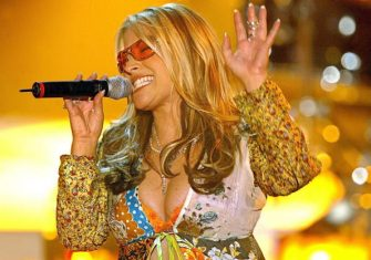 BASEL, SWITZERLAND:  US singer Anastacia performs at the German TV show 'Wetten, Dass...?' ('Let's Bet...?') during a live transmission in Basel late 27 March 2004. The show, which has celebrity contestants betting on whether outlandish feats can be performed or not, is one of Germany's most popular programmes. AFP PHOTO DDP/JOERG KOCH     GERMANY OUT  (Photo credit should read JOERG KOCH/DDP/AFP via Getty Images)