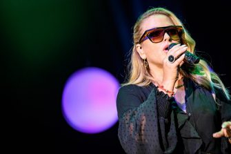 FRANKFURT AM MAIN, GERMANY - NOVEMBER 04:  Anastacia performs during the German Sports Media Ball (36. Sportpresseball) at Alte Oper on November 4, 2017 in Frankfurt am Main, Germany. (Photo by Alexander Scheuber/Getty Images)