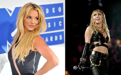 Miley Cyrus omaggia Britney Spears con l'esibizione di Gimme More