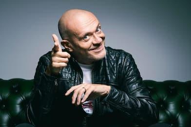 Max Pezzali racconta il nuovo album, Qualcosa di nuovo: l'intervista