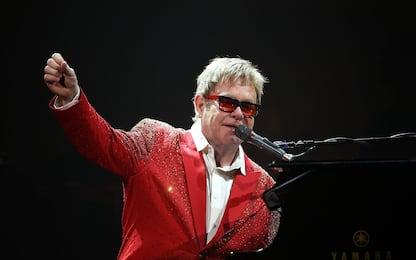"""Elton John, """"Your Song"""" compie 50 anni: testo e storia"""