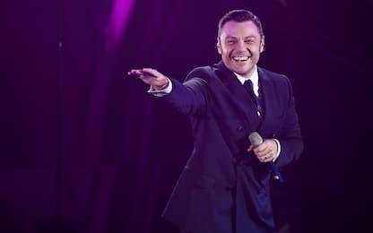 """Tiziano Ferro canta """"E ti vengo a cercare"""" di Franco Battiato"""