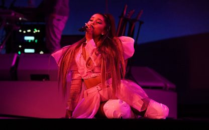 """Ariana Grande parla di Positions: """"Non riesco a smettere di piangere"""""""
