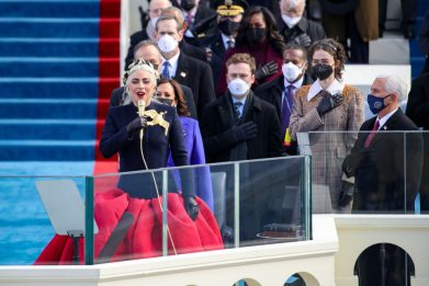Biden 46° presidente USA: Lady Gaga canta l'inno americano. VIDEO