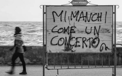 """""""Mi manchi come un concerto"""", la foto virale tra gli artisti italiani"""