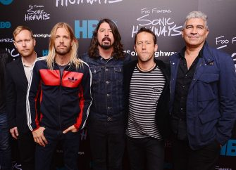 """NEW YORK, NY - OCTOBER 14:  Musicians Nate Mendel, Taylor Hawkins, Dave Grohl, Chris Shiflett, and Pat Smear of The Foo Fighters attends The """"Foo Fighters:  Sonic Highways"""" New York Premiere at Ed Sullivan Theater on October 14, 2014 in New York City.  (Photo by Stephen Lovekin/Getty Images)"""