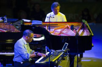 epa04852601 US jazz pianists Chick Corea (R) and Herbie Hancock (L) perform on stage at 39th Vitoria Jazz Festival, in Vitoria, northern Spain, 18 July 2015. The festival runs from 14 to 18 July.  EPA/ADRIAN RUIZ DE HIERRO