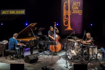 epa06916866 US pianist Chick Corea (L), accompanied by bass player John Patitucci (C) and drums player Dave Weckl (R), performs on stage during his San Javier's Jazz Festival closing concert played at the Almansa Park in Murcia, southeastern Spain, 28 July 2018.  EPA/Cristobal Osete