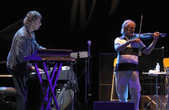 epa02836930 Members of 'Return to Forever,' Chick Corea (L) and Jean-Luc Ponty, perfom onstage during a concert at the 'Door of the Angel' in Madrid, Spain, 22 July 2011.  EPA/KOTE