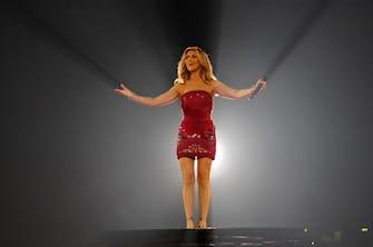 (KIKA) MILANO, 2 LUG - Celine Dion si esibisce al Forum di Assago. Poco più di un mese fa Celine Dion si è esibita per l'ultima volta sul palco del Caesars Palace di Las Vegas. Il 15 dicembre ha infatti segnato il termine di A New Day, il meraviglioso appuntamento che ha visto l'artista canadese esibirsi davanti a quasi 3 milioni di persone nel corso di cinque anni consecutivi. E, la fine di questo incredibile viaggio segna l'inizio di una nuova bellissima avventura. Il Taking Chances world tour 2008 è un evento spettacolare, in cui Celine ha cantato i suoi più grandi successi, insieme alle canzoni del suo nuovo album, pubblicato lo scorso novembre. Lo show, diretto da Jamie King (già noto per il Confessions world tour di Madonna, il Back to Basics world tour di Christina Aguilera, e il Living La Vida Loca world tour di Ricky Martin),ha accompagnato le meravigliose performance di Celine con il meglio di colori, danza, moda e diverse sorprese, su di uno spettacolare palco centrale.  fp013©kikapress.com