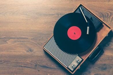 Il contro-sorpasso del vinile: nel 2020 in Italia più venduti dei CD