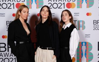 epa09192411 A handout photo made available by the Brit Awards shows members of the band HAIM at the Brit Awards 2021 at the O2 Arena in Greenwich, Greater London, Britain, 11 May 2021. It is the 41st edition of the British Phonographic Industry's annual pop music awards.  EPA/JOHN MARSHALL / HANDOUT NO TV / NO USE AFTER 08 JUNE 2021 / MANDATORY CREDIT: JOHN MARSHALL HANDOUT EDITORIAL USE ONLY/NO SALES/NO ARCHIVES