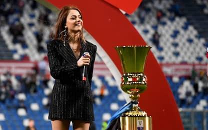 Annalisa canta l'inno di Mameli alla finale di Coppa Italia. VIDEO