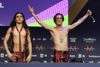 ROTTERDAM, NETHERLANDS - MAY 23, 2021: Ethan Torchio (L) and Damiano David of the Maneskin rock band representing Italy give a news conference as they win the 2021 Eurovision Song Contest Final at the Rotterdam Ahoy Arena. Vyacheslav Prokofyev/TASS (Photo by Vyacheslav Prokofyev\TASS via Getty Images)