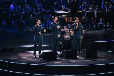 Il Volo omaggia Ennio Morricone all'Arena di Verona, la musica splende