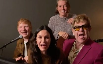 "Ed Sheeran, Elton John e Monica di Friends cantano ""Tiny Dancer"" VIDEO"