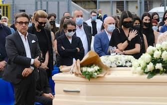 La famiglia Merlo durante i funerali di Michele Merlo, il cantante morto il 6 giugno scorso. Stadio calcio di Rosa , Vicenza, 18 Giugno 2021. ANSA/NICOLA FOSSELLA