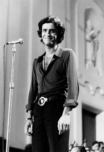 The Italian singer Giovanni Nazzaro (known as Gianni Nazzaro) at the XVIII Festival di Napoli is smiling on stage; he wins the festival in couple with the Italian singer Peppino di Capri with the song Me chiamme ammore. Capri (NA), Italy, July 1970.. (Photo by Mondadori via Getty Images)