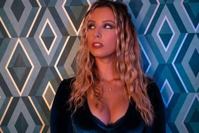 Azzurra cerca (e trova) L'Altra Me in una canzone: il video