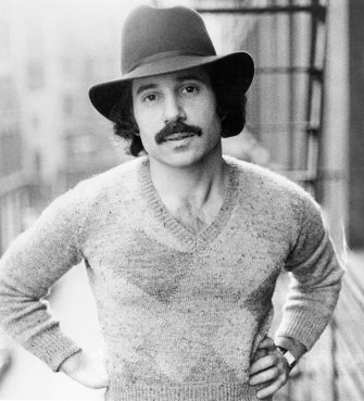 UNSPECIFIED - CIRCA 1970:  Photo of Paul Simon  Photo by Michael Ochs Archives/Getty Images