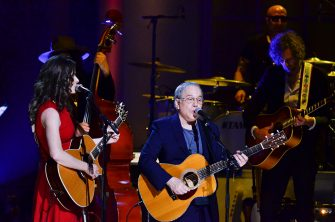 WASHINGTON, DC- NOVEMBER 18: Edie Brickel (L) and Paul Simon perform during the 2015 Gershwin Prize Honoree's Tribute Concert Honoring Willie Nelson at DAR Constitution Hall in Washington DC on November 18, 2015.  (Photo by Kris Connor/Getty Images)