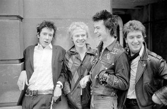 English lead singer, songwriter, and musician John Joseph Lydon, aka Johnny Rotten, drummer Paul Cook, bass guitarist Sid Vicious, born John Simon Ritchie, and guitarist Steve Jones, members of punk group the Sex Pistols. (Photo by John Mead/Mirrorpix/Mirrorpix via Getty Images)