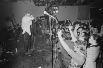British punk rock band The Sex Pistols perform live on stage at Leeds Polytechnic during their 'Anarchy Tour', Leeds, UK, 6th December 1976. (Photo by Graham Wood/Evening Standard/Hulton Archive/Getty Images)