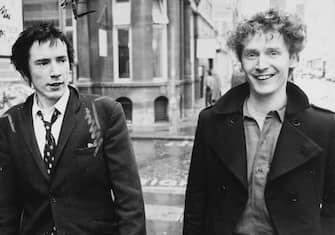 09/04/2010, New York: Morto il produttore discografico e manager che ha fatto grandi i Sex Pistols Malcolm McLaren. Nella foto Malcolm McLaren e Johnny Rotten nel 1977. (NEW YORK - 2010-04-09, THE SUN / IPA) p.s. la foto e' utilizzabile nel rispetto del contesto in cui e' stata scattata, e senza intento diffamatorio del decoro delle persone rappresentate