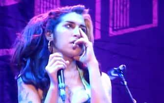 Da youtube un momento dell'ultimo concerto di Amy Winehouse il 18 giugno 2011 a Belgrado, dove era troppo ubriaca per cantare bene e il pubblico la fischio'. ANSA/ WEB