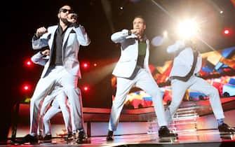 epa04146386 The members of US pop band Backstreet Boys perform at O2 Arena in Hamburg, Germany, 29 March 2014.  EPA/MALTE CHRISTIANS