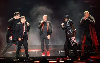 epaselect epa07673419 (L-R) Kevin Richardson, Howie Dorough, Brian Littrell, A.J. McLean and Nick Carter of the US vocal group Backstreet Boys perform during their concert at the Papp Laszlo Budapest Sports Arena in Budapest, Hungary, 25 June 2019.  EPA/Balazs Mohai HUNGARY OUT
