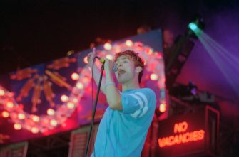 English musician and singer Damon Albarn performs live on stage with rock group Blur during a concert at Mile End Stadium in London on 17th June 1995. (Photo by Brian Rasic/Getty Images)