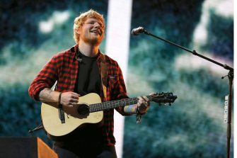 epa06273222 (FILE) - British singer Ed Sheeran performs at the Glastonbury Festival of Contemporary Performing Arts 2017 at Worthy Farm, near Pilton, Somerset, Britain, 25 June 2017. Ed Sheeran has confirmed on 18 October 2017 that the first 7 concerts of his upcoming world tour had to be canceled. Sheeran got involved in a bicycle accident and broke his right wrist and left elbow.  EPA/NIGEL RODDIS *** Local Caption *** 53608104