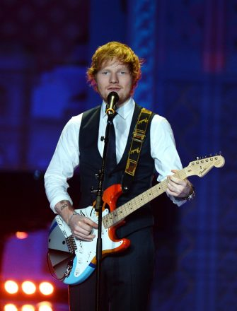 epa04512516 British singer Ed Sheeran performs on the catwalk during the 2014 Victoria's Secret Fashion Show at the Earls Court Exhibition Centre in London, Britain, 02 December 2014.  EPA/FACUNDO ARRIZABALAGA ATTENTION EDITORS: PUBLICATION EMBARGOED UNTIL 2200 GMT, 02 DECEMBER 2014