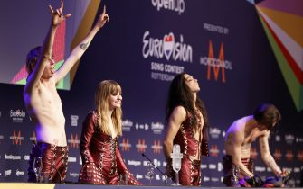 epa09221754 Maneskin from Italy celebrate during a press conference after winning the Grand Final of the 65th annual Eurovision Song Contest (ESC) at the Rotterdam Ahoy arena, in Rotterdam, The Netherlands, 22 May 2021. Due to the coronavirus (COVID-19) pandemic, only a limited number of visitors is allowed at the 65th edition of the Eurovision Song Contest (ESC2021) that is taking place in an adapted form at the Rotterdam Ahoy.  EPA/ROBIN VAN LONKHUIJSEN
