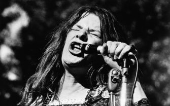 circa 1970:  Janis Joplin, American rock and blues singer (1943 - 1970).  (Photo by Alan Band/Keystone/Getty Images)