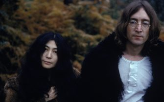 Japanese-born artist and musician Yoko Ono and British musican and artist John Lennon (1940 - 1980), December 1968. (Photo by Susan Wood/Getty Images)