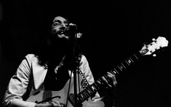 Beatle John Lennon (1940 - 1980) performing with the newly-formed Plastic Ono Band at the Lyceum Theatre, London, 1969. (Photo by Andrew Maclear/Hulton Archive/Getty Images)