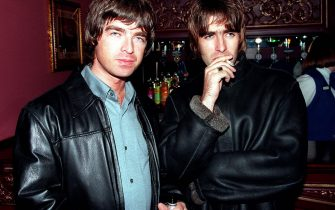 LONDON - 1995: Oasis lead singer Liam Gallagher and brother Noal Gallagher at the opening night of Steve Coogan's comedy show in the West End, London. (Photo by Dave Hogan/Getty Images)