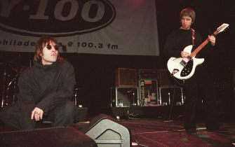 PHILADELPHIA - DECEMBER 3: Singer Liam Gallagher (L) and brother Noel Gallagher from Oasis on stage on December 3, 1999 in Philadelphia. (Photo by Dave Hogan/Getty Images)