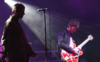 GRAEFENHAINICHEN, GERMANY - JULY 19:  Liam Gallagher (L) and Noel Gallagher (R) of Oasis perform live at the Melt! Festival in Ferropolis on July 19, 2009 in Graefenhainichen, Germany.  (Photo by Marco Prosch/Getty Images)